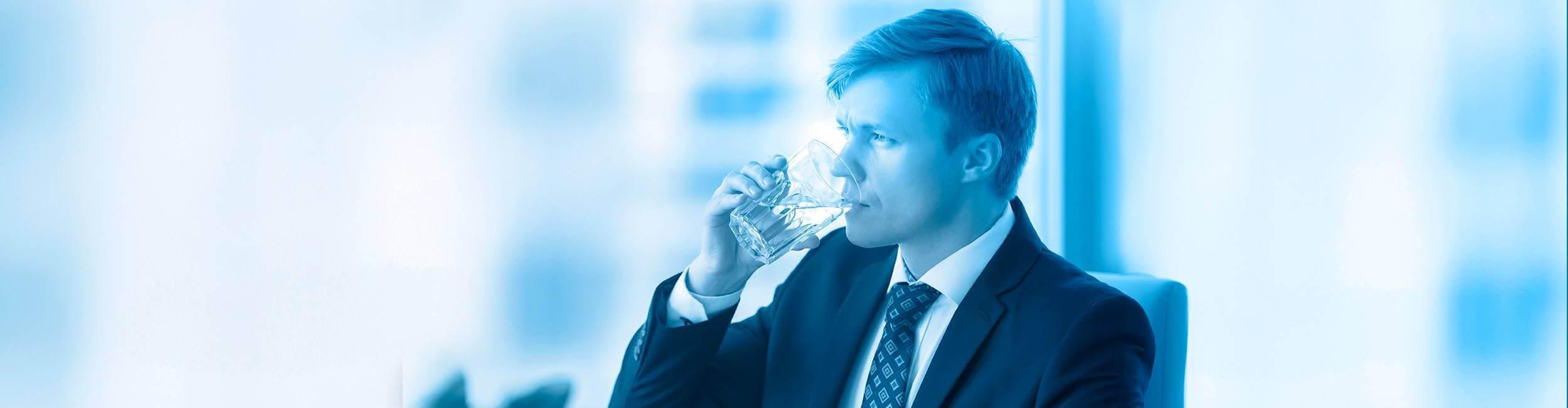 Εικόνα - Επιχειρηματίας πίνει νερό